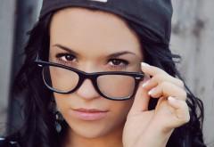 Девушка в очках обои hd