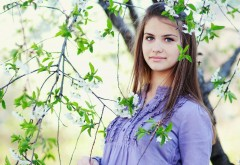 Девушка у цветущего дерева картинки на рабочий стол