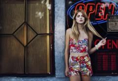 Модная блондинка в городе картинки на рабочий стол