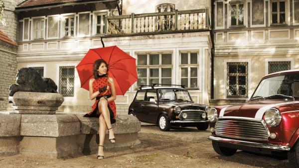 девушка, ретро, платье, зонтик, город, автомобили, архитектура