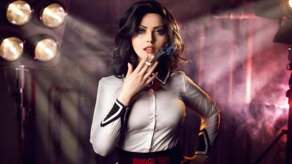 Красивая девушка с сигаретой