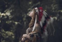 Красивая девушка индейского племени