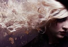 Девушка блондинка с длиными волосами
