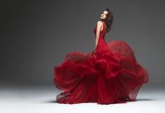 1920x1080 Жгучая брюнетка в красном платье