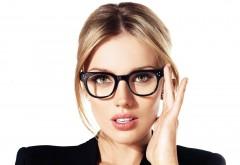 1920x1080 Соблазнительная блондинка в черных очках