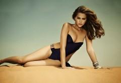 Красивая девушка в песках обои hd