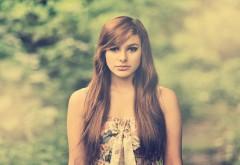 Милая девушка модель на природе обои hd