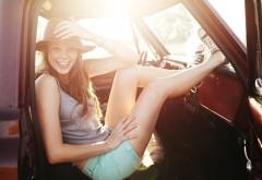 Красивая девушка в шляпе обои hd