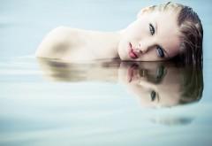 Девушка в воде картинки на рабочий стол