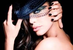 Девушка в черной шляпе картинки на рабочий стол