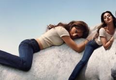 Две девушки на белом коне заставки