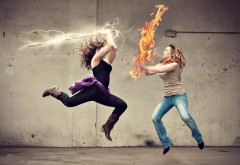Фото битвы двух девушек огнем и молниями