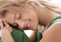 Милая девушка с красивой улыбкой широкоформатные HD об�…