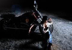 Мотоцикл, секси девушка, ночь, байкерша, шляпа, обои hd, б…