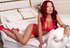 Широкоформатная обойка с сексуальной девушкой в красн…