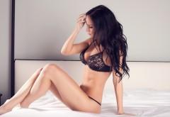 Шикарная девушка в постели