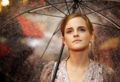 Красивая Эмма Уотсон под зонтиком обои