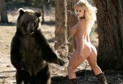 Голая грудастая женщина и медведь