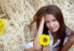 Девушка с подсолнечником