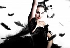 Натали Портман в роли Черного лебедя